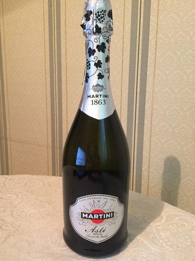 Martini asti игристое вино из Муската белого